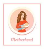 Madre hermosa joven que celebra al bebé durmiente Concepto del amor y de la felicidad Maternidad - tarjeta Imágenes de archivo libres de regalías