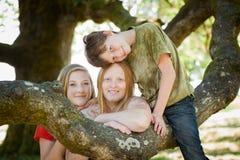 Madre, hija e hijo en naturaleza Imágenes de archivo libres de regalías
