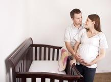 Madre incinta ed il suo marito Fotografia Stock