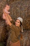 Madre joven con un bebé Imagen de archivo libre de regalías