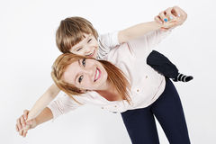 Madre joven con un niño Foto de archivo libre de regalías