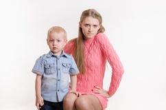 Madre joven enojada con su hijo joven Fotografía de archivo