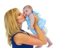 Madre joven orgullosa feliz con el bebé fotos de archivo