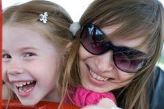 Madre joven y pequeña hija Fotografía de archivo