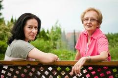 Madre maggiore con la figlia Fotografie Stock