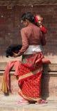 Madre nepalesa con el niño Fotografía de archivo libre de regalías
