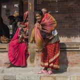 Madre nepalesa con el niño Imagen de archivo libre de regalías