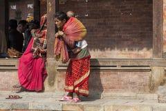 Madre nepalese con il bambino Immagini Stock
