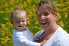 Madre orgullosa con su hijo Imagen de archivo libre de regalías