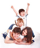 Madre, padre, hija e hijo felices de la familia. Imagenes de archivo