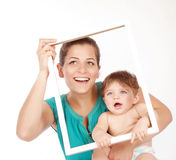 Madre que abraza con el hijo Imagen de archivo
