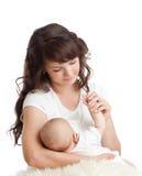 Madre que amamanta a su niño Foto de archivo libre de regalías