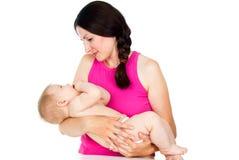 Madre que celebra a un bebé foto de archivo libre de regalías