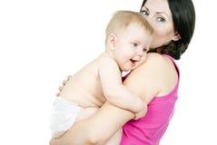 Madre que celebra a un bebé en sus brazos imagen de archivo