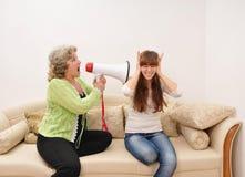 Madre que grita en el doughter Imagen de archivo libre de regalías