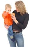 Madre que juega con su hijo Foto de archivo