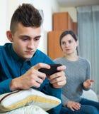 Madre que pide la atención del adolescente Imagen de archivo