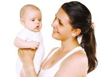 Madre sonriente que celebra al bebé lindo foto de archivo libre de regalías