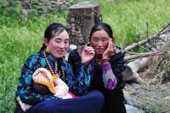 Madre tibetana y su bebé Fotos de archivo