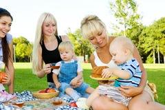 Madre tre con i bambini Immagini Stock