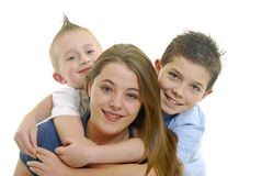 Madre y abrazo de los niños Imagen de archivo libre de regalías