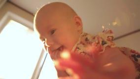 Madre y bebé almacen de video