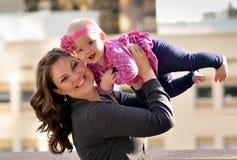 Madre y bebé felices Foto de archivo