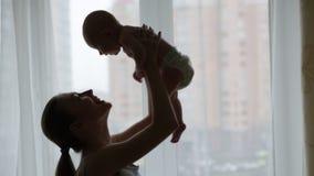 Madre y bebé almacen de metraje de vídeo