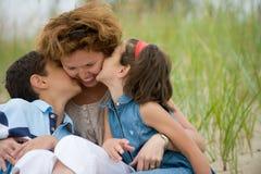 Madre y cabritos felices Fotografía de archivo