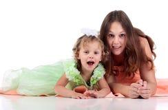 Madre y dauthger en el fondo blanco fotografía de archivo libre de regalías
