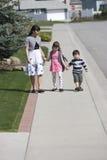 Madre y dos niños. Imagen de archivo libre de regalías