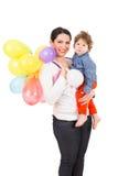 Madre y niño con muchos globos Fotos de archivo
