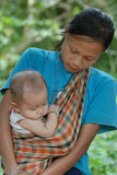 Madre y niño de la tribu de la colina imágenes de archivo libres de regalías