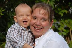 Madre y niño felices Imagen de archivo