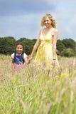 Madre y niño naturales Imagenes de archivo