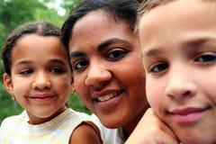 Madre y niños fotos de archivo