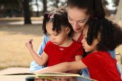 Madre y niños Fotografía de archivo