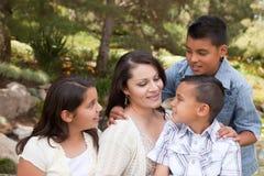 Madre y niños felices en el parque fotografía de archivo libre de regalías
