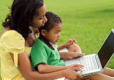 Madre y niño del afroamericano Imágenes de archivo libres de regalías