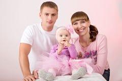 Madre y padre con el bebé Imagen de archivo