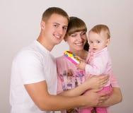 Madre y padre con el bebé Foto de archivo libre de regalías