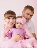 Madre y padre con el bebé Imagen de archivo libre de regalías