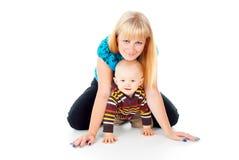 Madre y pequeño niño imagen de archivo libre de regalías