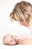 Madre y su bebé fotografía de archivo libre de regalías