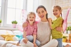 Madre y sus hijas Imagen de archivo