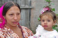 Madre zingaresca ed il suo bambino Fotografia Stock