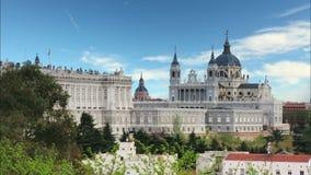 Madri, Almudena Cathedral e Royal Palace - Espanha video estoque
