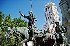 Madri, Espanha - 24 de agosto de 2017: Monumento a Miguel de Cervantes fotos de stock