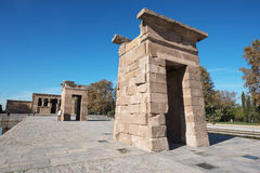 MADRI, ESPANHA - 13 DE NOVEMBRO: Turista que visita o marco famoso De Fotos de Stock