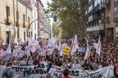 Madri, Espanha - 26 de outubro de 2016 - estudantes que marcham no protesto contra a política da educação no Madri, Espanha Fotografia de Stock